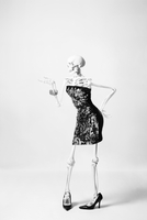 a skeleton posing in a fashionable dress 20055019928| 写真素材・ストックフォト・画像・イラスト素材|アマナイメージズ