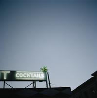 Neon sign above bar in the Tenderloin. 20055021842  写真素材・ストックフォト・画像・イラスト素材 アマナイメージズ