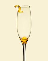 Champagne glass with orange peel bitters and sugar cube 20055021992  写真素材・ストックフォト・画像・イラスト素材 アマナイメージズ