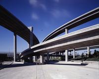 Highway overpasses intertwined 20055022036  写真素材・ストックフォト・画像・イラスト素材 アマナイメージズ