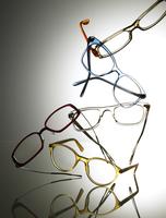 Still life of various floating glasses. 20055023095  写真素材・ストックフォト・画像・イラスト素材 アマナイメージズ
