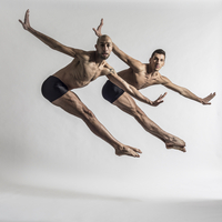 White male dancers in coordinated duo jazz jump against a white background 20055023196| 写真素材・ストックフォト・画像・イラスト素材|アマナイメージズ