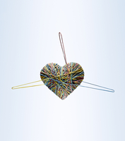 A heart made of rubber bands. 20055025099| 写真素材・ストックフォト・画像・イラスト素材|アマナイメージズ