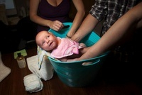 Baby girl in bath 20056002481| 写真素材・ストックフォト・画像・イラスト素材|アマナイメージズ