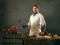 Butcher preparing meat from pig 20056004624| 写真素材・ストックフォト・画像・イラスト素材|アマナイメージズ