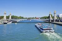 River Seine Cruise boat, Bateaux Mouches and the Pont Alexandre III Bridge, Paris, France, Europe