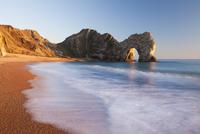 Durdle Door beach on a gorgeous sunny evening, Jurassic Coast, UNESCO World Heritage Site, Dorset, England, United Kingdom, Euro