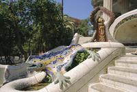 Mozaic lizard sculpture by Gaudi, Guell Park, Barcelona, Catalonia, Spain, Europe 20062001725| 写真素材・ストックフォト・画像・イラスト素材|アマナイメージズ