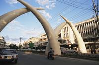 Tusks, Moi Avenue, Mombasa, Kenya, East Africa, Africa 20062003043| 写真素材・ストックフォト・画像・イラスト素材|アマナイメージズ