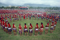 Crowds of people from the Hwalien tribes in traditional dress during the harvest festival, August-September in Taiwan, Asia 20062003281| 写真素材・ストックフォト・画像・イラスト素材|アマナイメージズ