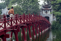 Ngoc Son Temple bridge, Hoan Kiem lake, Hanoi, Vietnam, Indochina, Southeast Asia, Asia