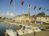 The old harbour, Honfleur, Normandy, France 20062004028| 写真素材・ストックフォト・画像・イラスト素材|アマナイメージズ