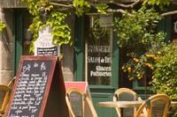 A small cafe in Beaumont en Auge, Normandy, France, Europe 20062004277| 写真素材・ストックフォト・画像・イラスト素材|アマナイメージズ