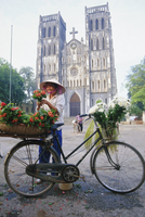 Woman selling flowers off her bicycle, Hanoi, Vietnam, Indochina, Asia 20062008276| 写真素材・ストックフォト・画像・イラスト素材|アマナイメージズ