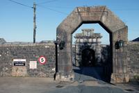 Main gate, Dartmoor Prison, Princetown, Dartmoor, Devon, England, United Kingdom, Europe 20062008571| 写真素材・ストックフォト・画像・イラスト素材|アマナイメージズ