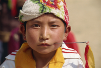 Portrait of a Tibetan boy with needle inserted in his cheek, during Harvest Festival, Coming of Age, in Qinghai, China, Asia 20062008860| 写真素材・ストックフォト・画像・イラスト素材|アマナイメージズ