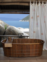 Bathroom with a wooden tub at the Evason Hideaway Resort and Spa in Nha Trang, Vietnam, Indochina, Southeast Asia, Asia 20062010161| 写真素材・ストックフォト・画像・イラスト素材|アマナイメージズ