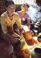 Lacquer craftsman in Bagan (Pagan), Myanmar (Burma), Asia 20062010248| 写真素材・ストックフォト・画像・イラスト素材|アマナイメージズ