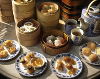 Steamers and plates of dim sum with tea, China, Asia 20062010614| 写真素材・ストックフォト・画像・イラスト素材|アマナイメージズ