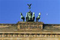 The Quadriga, Brandenburg Gate, Berlin, Germany, Europe 20062011665| 写真素材・ストックフォト・画像・イラスト素材|アマナイメージズ