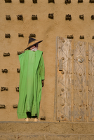 Man standing outside the Djenne Mosque, the largest mud structure in the world, UNESCO World Heritage Site, Djenne, Niger Inland