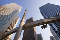 Office buildings, low angle view, Shinjuku, Tokyo, Honshu, Japan, Asia 20062012216| 写真素材・ストックフォト・画像・イラスト素材|アマナイメージズ