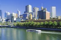 The city skyline and Yarra River from Southgate, Melbourne, Victoria, Australia 20062012705| 写真素材・ストックフォト・画像・イラスト素材|アマナイメージズ