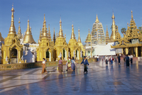 Golden spires at Swedagon Paya, Yangon (Rangoon), Myanmar (Burma), Asia 20062012953| 写真素材・ストックフォト・画像・イラスト素材|アマナイメージズ