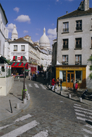 Street scene and the dome of the basilica of Sacre Coeur, Montmartre, Paris, France, Europe 20062013097| 写真素材・ストックフォト・画像・イラスト素材|アマナイメージズ