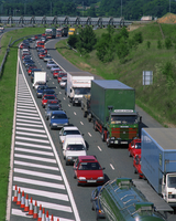 Lorries, vans and cars in a traffic jam on a road in England, United Kingdom, Europe 20062013886  写真素材・ストックフォト・画像・イラスト素材 アマナイメージズ