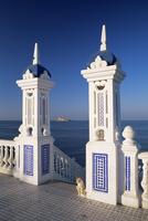 View to Benidorm Island from the Balcon del Mediterraneo, Benidorm, Costa Blanca, Alicante area, Valencia, Spain, Europe 20062018847  写真素材・ストックフォト・画像・イラスト素材 アマナイメージズ