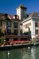 View across Thiou River to the chateau, Annecy, Haute-Savoie, Rhone-Alpes, France, Europe 20062019020| 写真素材・ストックフォト・画像・イラスト素材|アマナイメージズ