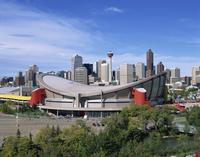The Olympic Saddledome and skyline, Calgary, Alberta, Canada, North America 20062019906| 写真素材・ストックフォト・画像・イラスト素材|アマナイメージズ