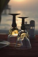 Table for two on the beach, Dubai, United Arab Emirates, Middle East 20062021402| 写真素材・ストックフォト・画像・イラスト素材|アマナイメージズ