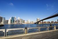 Brooklyn Bridge and Manhattan from Fulton Ferry Landing, Brooklyn, New York City, New York, United States of America, North Amer 20062021651| 写真素材・ストックフォト・画像・イラスト素材|アマナイメージズ
