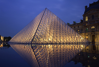The Pyramide and Palais du Louvre, Musee du Louvre, illuminated at dusk, Paris, France, Europe 20062023411| 写真素材・ストックフォト・画像・イラスト素材|アマナイメージズ