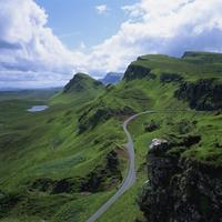 Rural road in the Beinn Edra Range, near Staffin, Isle of Skye, Scotland, United Kingdom, Europe 20062023431| 写真素材・ストックフォト・画像・イラスト素材|アマナイメージズ