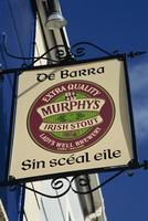 Pub sign, Dingle, County Kerry, Munster, Republic of Ireland, Europe 20062023768  写真素材・ストックフォト・画像・イラスト素材 アマナイメージズ