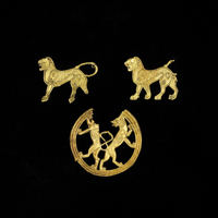 Gold fitting; lion; complete; repouss・work; rings behind he