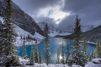 Morraine Lake, in the Valley of the Ten Peaks, after recent  20070001151| 写真素材・ストックフォト・画像・イラスト素材|アマナイメージズ