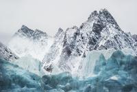 Glacier and mountain peaks. Spitsbergen, Svalbard, September 20070001930| 写真素材・ストックフォト・画像・イラスト素材|アマナイメージズ