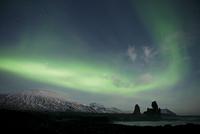 Londrangar sea stacks and the Snaefellsjokull mountain under northern lights, Sn�fellsnes Peninsula, Iceland, February 2011
