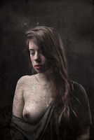 Portrait of young woman with breast exposed on black background 20071008991| 写真素材・ストックフォト・画像・イラスト素材|アマナイメージズ
