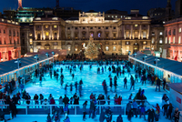 Ice skaters at Somerset house at Christmas time. London, England, United Kingdom 20071009393| 写真素材・ストックフォト・画像・イラスト素材|アマナイメージズ