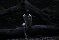 Nude woman sitting in a dark forest alone at night 20071009874| 写真素材・ストックフォト・画像・イラスト素材|アマナイメージズ