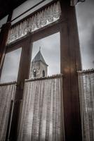 Steeple of church seen through a window 20071010638| 写真素材・ストックフォト・画像・イラスト素材|アマナイメージズ