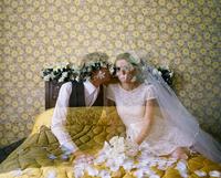 Vanishing married couple in a bedroom 20071011209| 写真素材・ストックフォト・画像・イラスト素材|アマナイメージズ