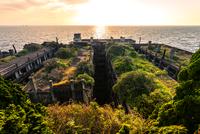 Gunkanjima: Battleship Island Sunset 20073000019| 写真素材・ストックフォト・画像・イラスト素材|アマナイメージズ