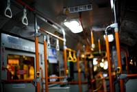 Bus in Shinjuku 20073001856| 写真素材・ストックフォト・画像・イラスト素材|アマナイメージズ