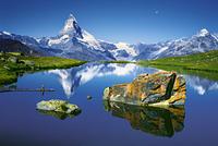 mountain mirroring 20074000042| 写真素材・ストックフォト・画像・イラスト素材|アマナイメージズ